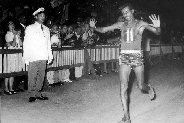 Atletica-Abebe-Bikila-barefoot running